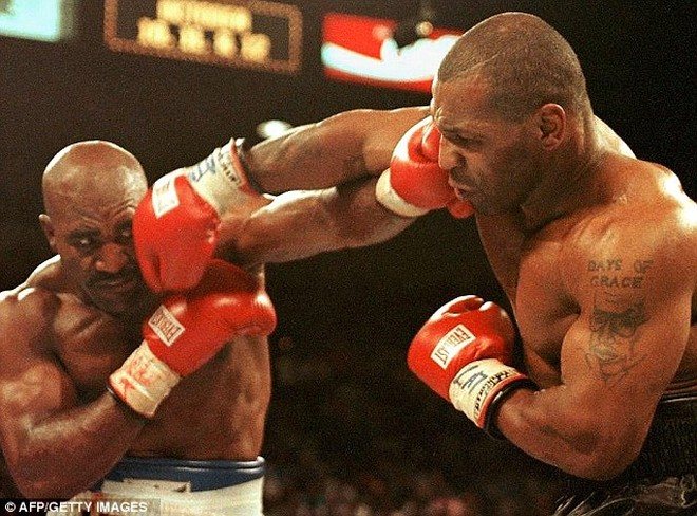 """15 năm sau vụ """"cắn tai"""", Mike Tyson làm lành với Evander Holyfield ảnh 1"""