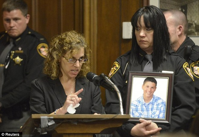 Sát thủ chế giễu quan tòa và người nhà nạn nhân khi bị tuyên án ảnh 4
