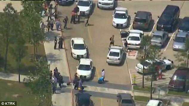 Dùng dao đâm liên hoàn tại trường cao đẳng, 15 sinh viên bị thương ảnh 4