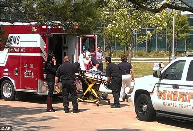 Dùng dao đâm liên hoàn tại trường cao đẳng, 15 sinh viên bị thương ảnh 2