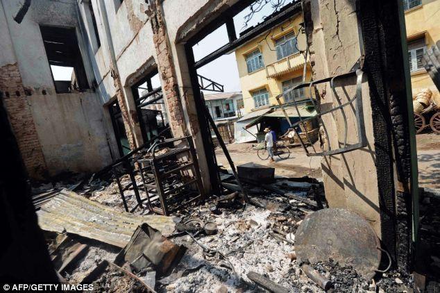 Myanmar: Cảnh sát nhìn người dân bị thiêu sống trong bạo loạn ảnh 5