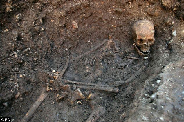 Tiết lộ bên trong ngôi mộ của vua Richard III ảnh 2