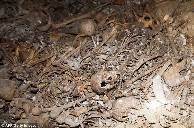 Phát hiện hàng loạt ngôi mộ tập thể của người Palestine ảnh 2