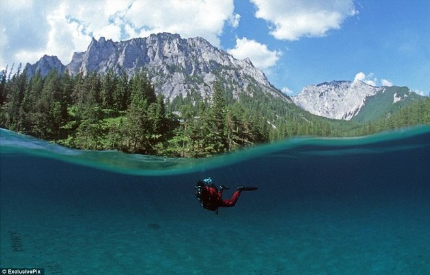 Thú vị: Công viên cứ vào mùa hè lại biến thành hồ nước ảnh 1