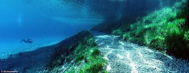 Thú vị: Công viên cứ vào mùa hè lại biến thành hồ nước ảnh 6