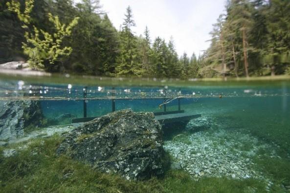 Thú vị: Công viên cứ vào mùa hè lại biến thành hồ nước ảnh 8