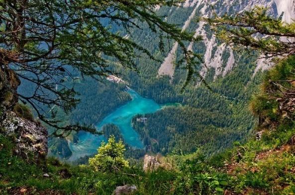 Thú vị: Công viên cứ vào mùa hè lại biến thành hồ nước ảnh 12