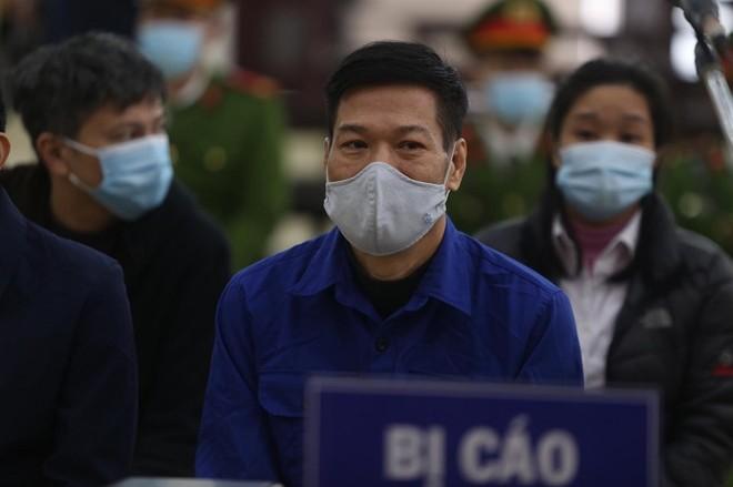 """Xét xử vụ """"thổi giá"""" thiết bị y tế trong phòng chống dịch Covid-19 tại Hà Nội ảnh 1"""