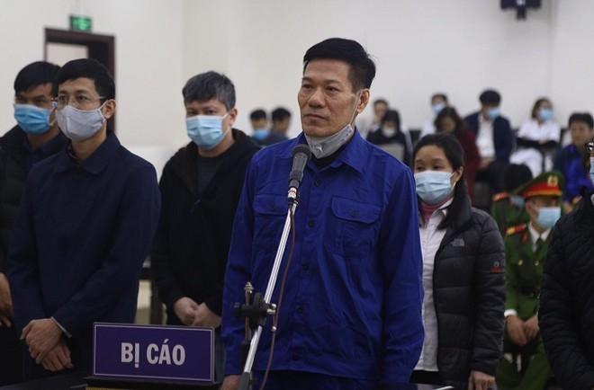 """Cựu Giám đốc CDC Hà Nội """"thổi giá"""" thiết bị y tế lại chuẩn bị hầu tòa ảnh 1"""