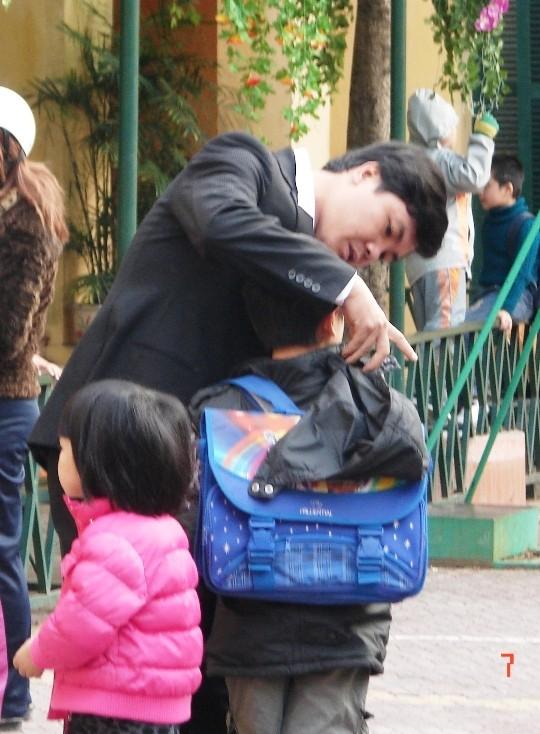 Hà Nội cho gần 1 triệu học sinh nghỉ học, tránh bão số 14 ảnh 1