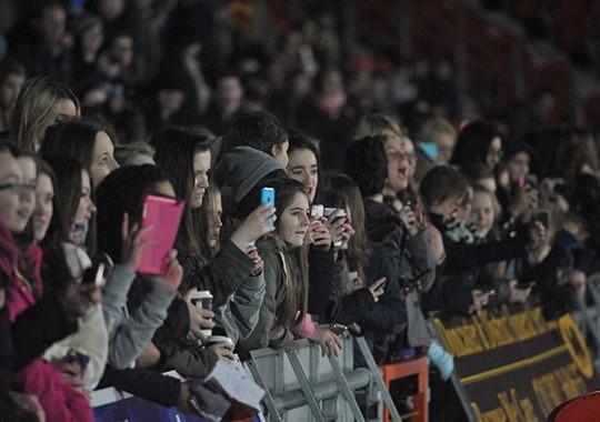 4000 CĐV đến xem hotboy của nước Anh thi đấu ảnh 1