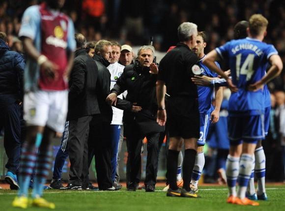 """HLV Mourinho bị FA """"sờ gáy"""" ảnh 1"""