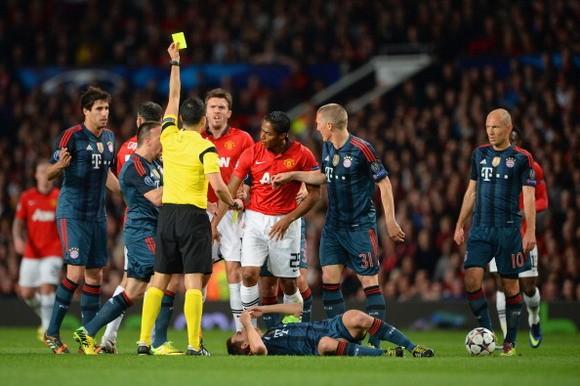 """Giám đốc thể thao Bayern Munich cay cú: """"Valencia đáng phải nhận thẻ đỏ"""" ảnh 1"""