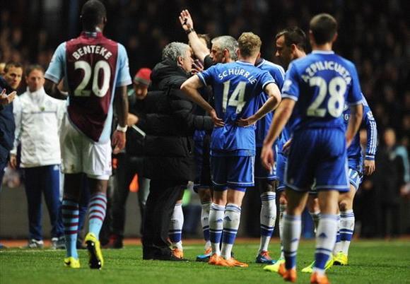 HLV Mourinho bị FA phạt 8.000 bảng vì gây sự với trọng tài ảnh 1
