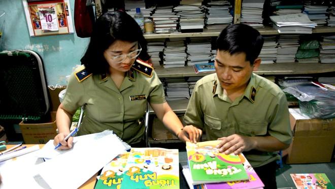 Nhà xuất bản Giáo dục cảnh báo hàng loạt vụ in lậu sách giáo khoa trước thềm năm học mới ảnh 1