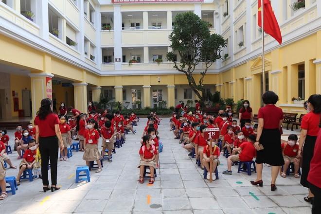 23 triệu học sinh cả nước đeo khẩu trang đến trường khai giảng năm học mới ảnh 2