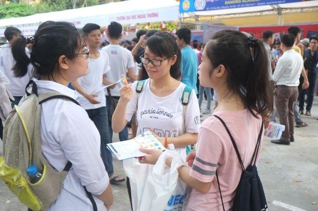 Điểm chuẩn ngành hot đại học Kinh tế quốc dân năm nay tăng nhẹ ảnh 1