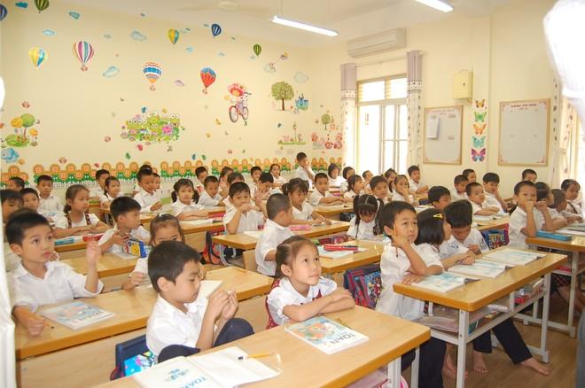 Giáo viên tìm hiểu 72 sách giáo khoa mới lớp 2, lớp 6 trên mạng ảnh 1
