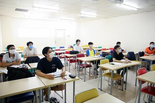 [Ảnh] Đón hơn 30.000 sinh viên trở lại sau khi các trường hợp tiếp xúc gần với BN1342 có kết quả âm tính ảnh 4