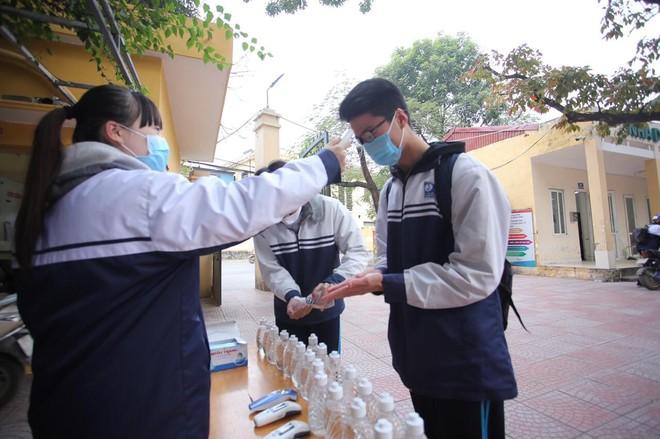 TP Hồ Chí Minh đi học trở lại từ 1-3, học sinh Hà Nội bao giờ đến trường? ảnh 1