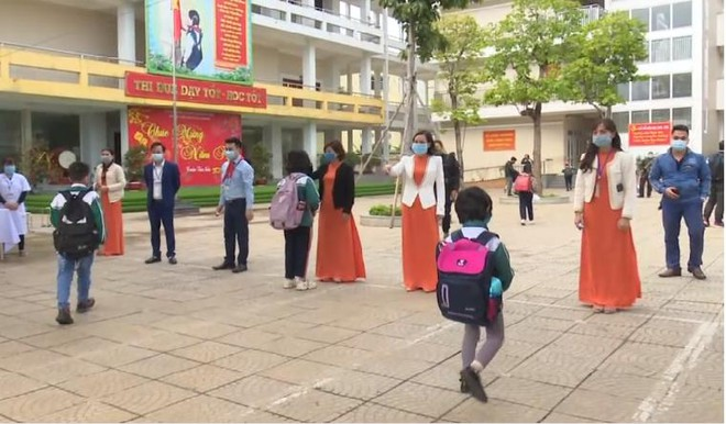 Hơn 2 triệu học sinh Hà Nội trở lại trường với yêu cầu cao về phòng chống dịch ảnh 1