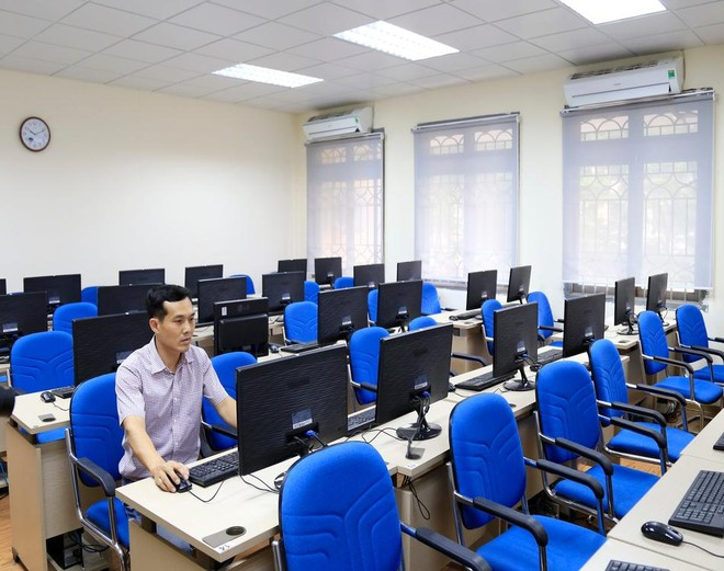 Khối phổ thông đi học bình thường trở lại, đại học quyết định học trực tuyến đến hết tuần ảnh 1