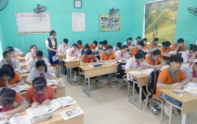 Bắc Giang chia nhỏ kỳ thi vào lớp 10, học sinh lớp 12 lùi về học trực tuyến từ ngày mai ảnh 1