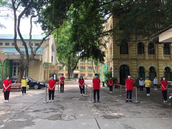 93.363 sĩ tử Hà Nội hoàn thành thủ tục dự thi, chuẩn bị bước vào ngày thi lớp 10 đầu tiên ảnh 1