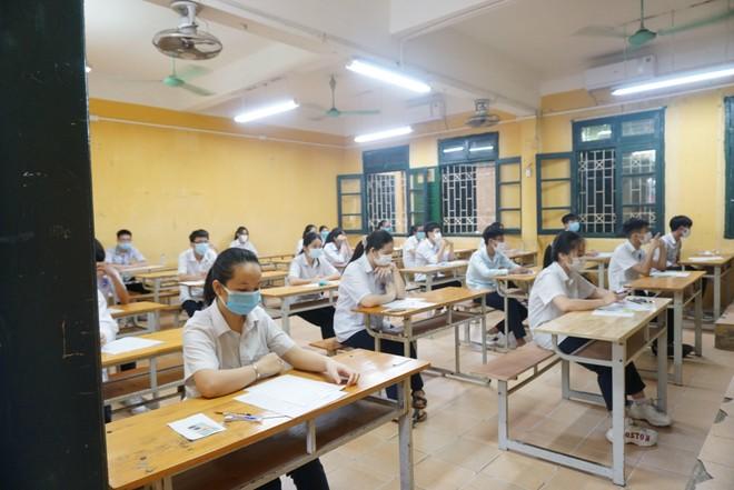 Chính thức chia 2 đợt thi tốt nghiệp THPT 2021 ảnh 1