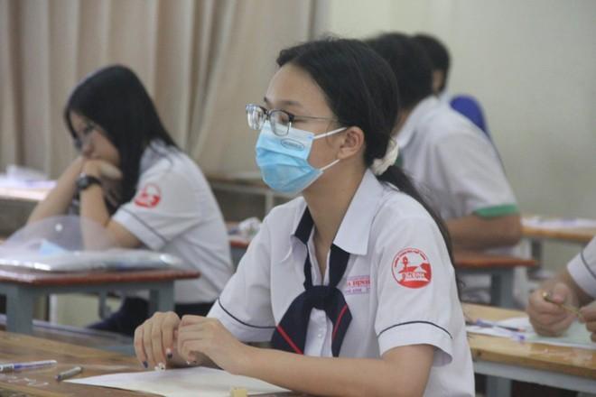 Giãn cách xã hội, TP.HCM chấm thi tốt nghiệp THPT như thế nào? ảnh 1