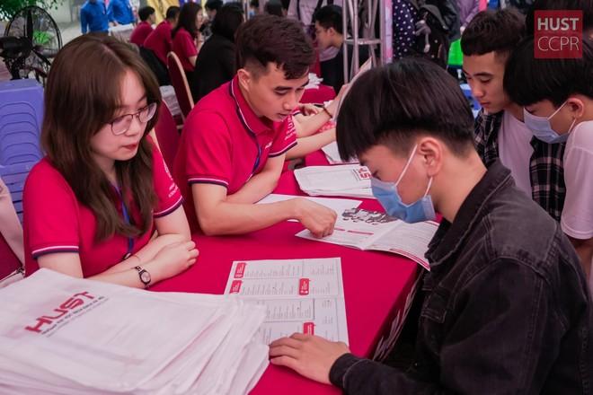 Trúng tuyển hụt dù đạt điểm chuẩn ĐH Bách khoa Hà Nội, 67 thí sinh phải chờ điều chỉnh kết quả xét tuyển ảnh 1