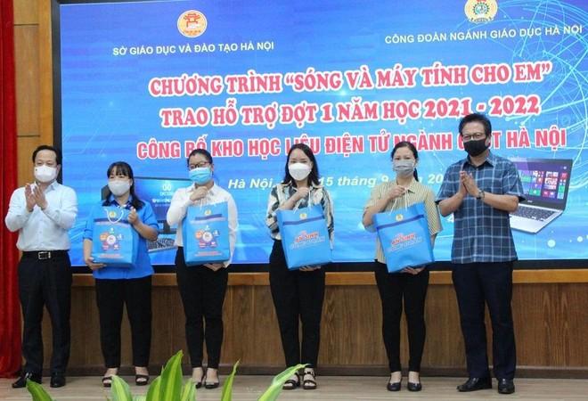 """Học sinh Hà Nội được hỗ trợ gần 4.000 máy tính trong chương trình """"Sóng và máy tính cho em"""" ảnh 1"""
