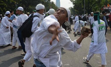 Người Hồi giáo trên toàn thế giới nổi giận ảnh 3