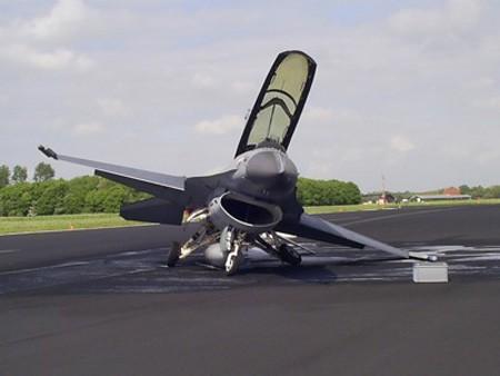 Ảnh tổng hợp các vụ F-16 gặp nạn ảnh 4