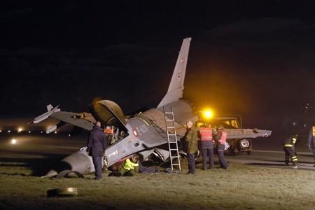 Ảnh tổng hợp các vụ F-16 gặp nạn ảnh 2