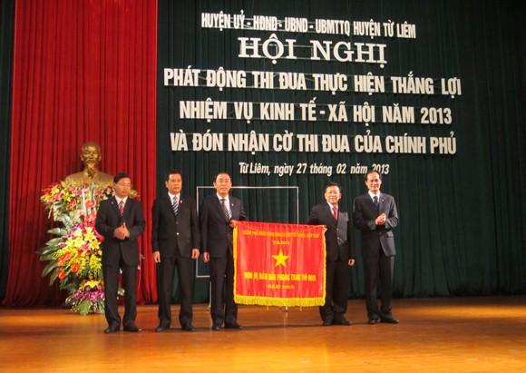 Huyện Từ Liêm đón nhận Cờ thi đua Chính phủ ảnh 1