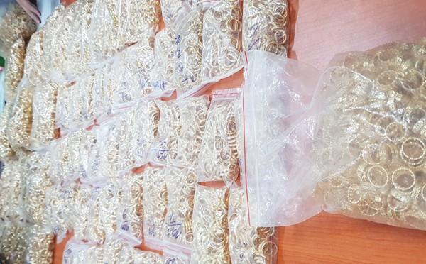 Các đối tượng bán vàng giả đã lừa đảo 18.000 nạn nhân như thế nào? ảnh 2