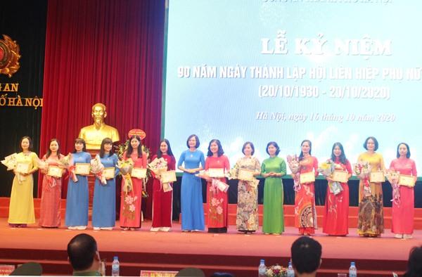 Phụ nữ Công an Thủ đô đã góp phần vào chiến công chung của Công an thành phố ảnh 4