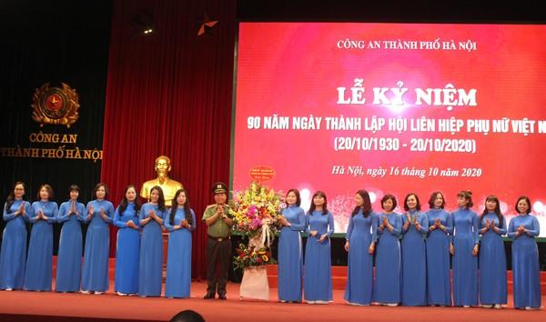 Phụ nữ Công an Thủ đô đã góp phần vào chiến công chung của Công an thành phố ảnh 3