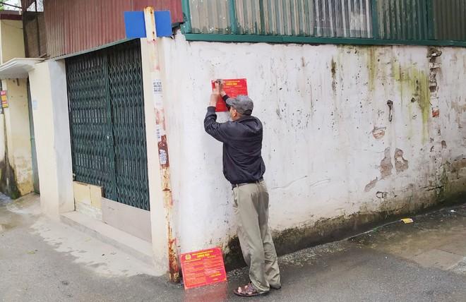 Những chiếc biển báo phòng ngừa tội phạm lừa đảo qua 'mạng' ở khu dân cư ảnh 2