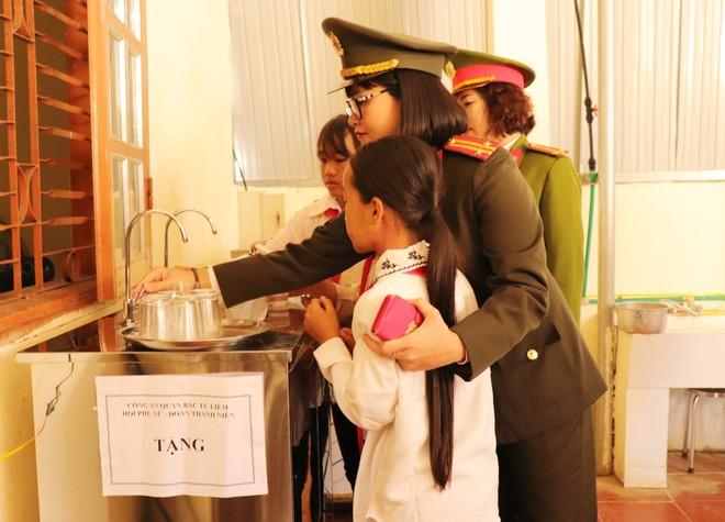 """""""Nước sạch cho em"""" - nâng bước học sinh đến trường nơi vùng cao biên giới ảnh 3"""
