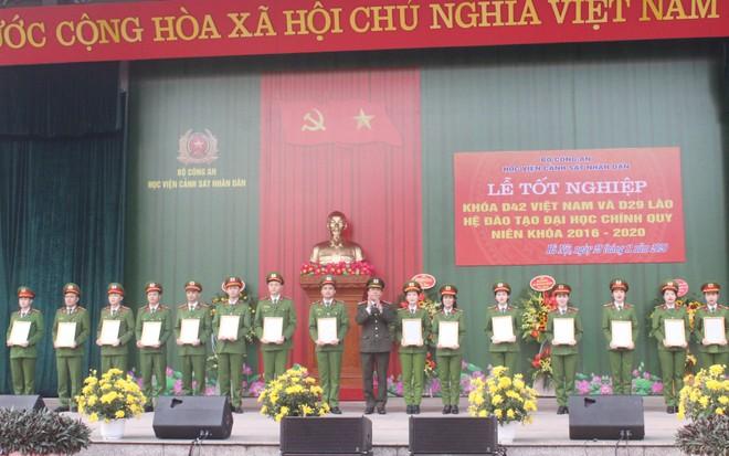 805 tân sỹ quan Cảnh sát Việt Nam và Lào nhận nhiệm vụ tại công an các địa phương ảnh 2