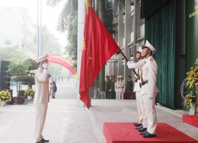 805 tân sỹ quan Cảnh sát Việt Nam và Lào nhận nhiệm vụ tại công an các địa phương ảnh 5