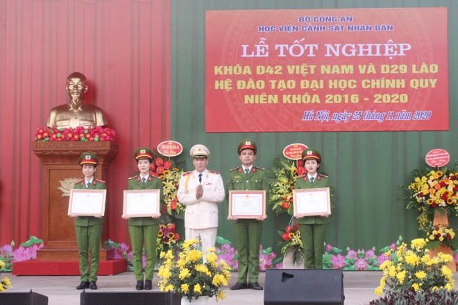 805 tân sỹ quan Cảnh sát Việt Nam và Lào nhận nhiệm vụ tại công an các địa phương ảnh 4