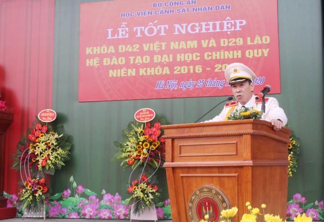 805 tân sỹ quan Cảnh sát Việt Nam và Lào nhận nhiệm vụ tại công an các địa phương ảnh 1