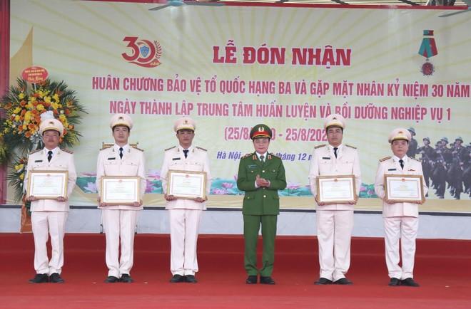 Xứng đáng là đơn vị hàng đầu trong huấn luyện đào tạo Cảnh sát cơ động ảnh 3