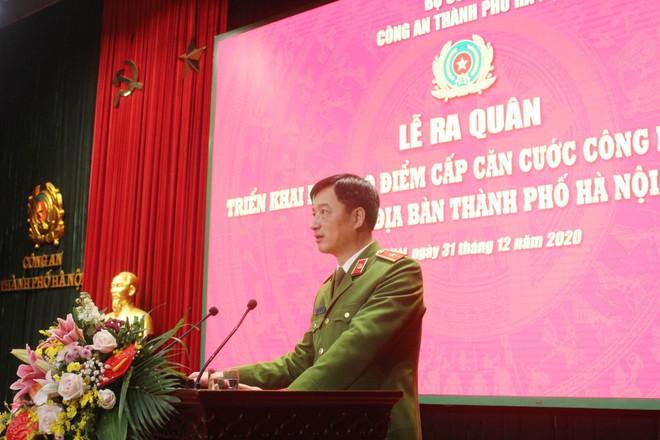 Công an Hà Nội xuất quân triển khai cấp căn cước công dân lưu động ảnh 1
