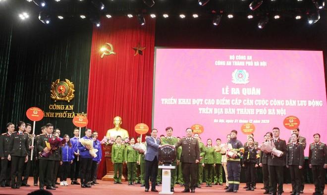 Công an Hà Nội xuất quân triển khai cấp căn cước công dân lưu động ảnh 3