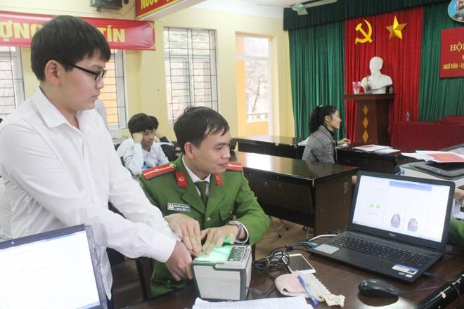 Hàng nghìn học sinh được cấp Căn cước công dân tại trường học ảnh 1