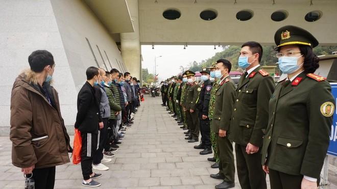 Công an Hà Nội trao trả gần 70 công dân Trung Quốc vi phạm nhập cảnh trái phép ảnh 1